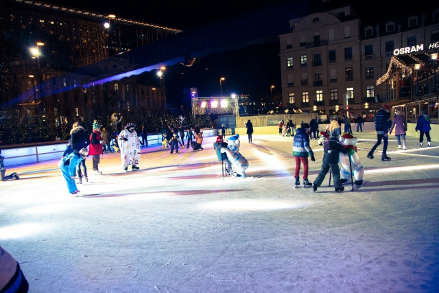 冬の思い出に♡子供たちの歓声が響き渡る限定スケート教室♪